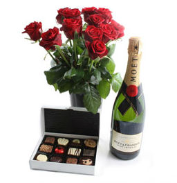 red-roses-champagne-chocolates_0